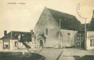 Histoire place de l'église Auzouer en Touraine