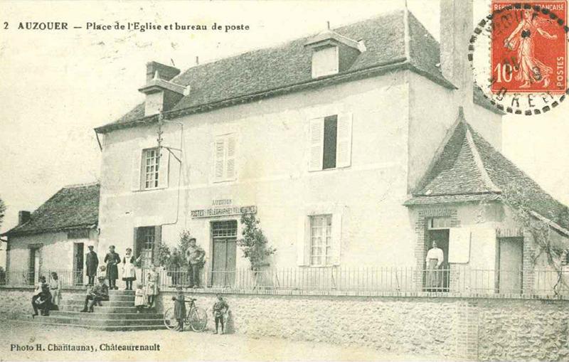 Place de l'léglise Auzouer en Touraine